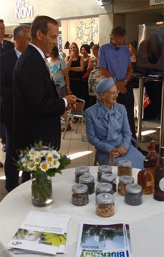 Her Majestry Queen Margrethe and the CEO of AET, Hans Erik Askou.