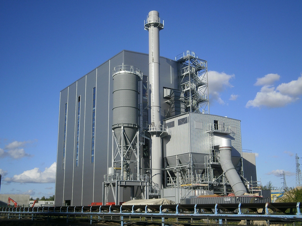 Bio Cogelyo Normandie (BCN) in France is a biomass fired cogeneration plant with an annual fuel input of 165.000 tons biomass fuel.
