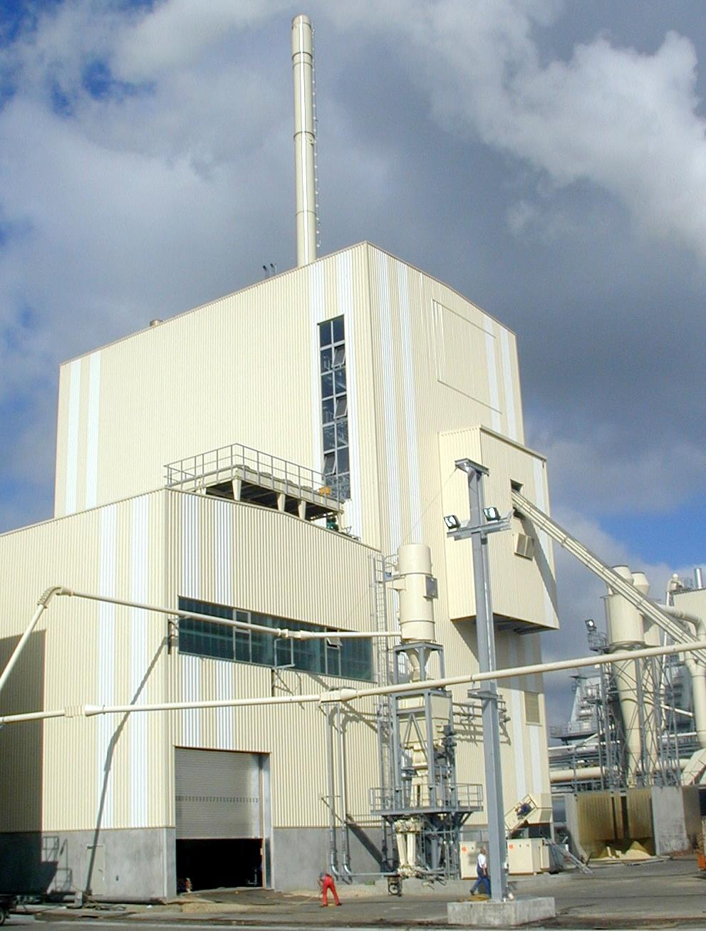 The Kronoply CHP plant produces 20MWe and 10 MW thermal heating.